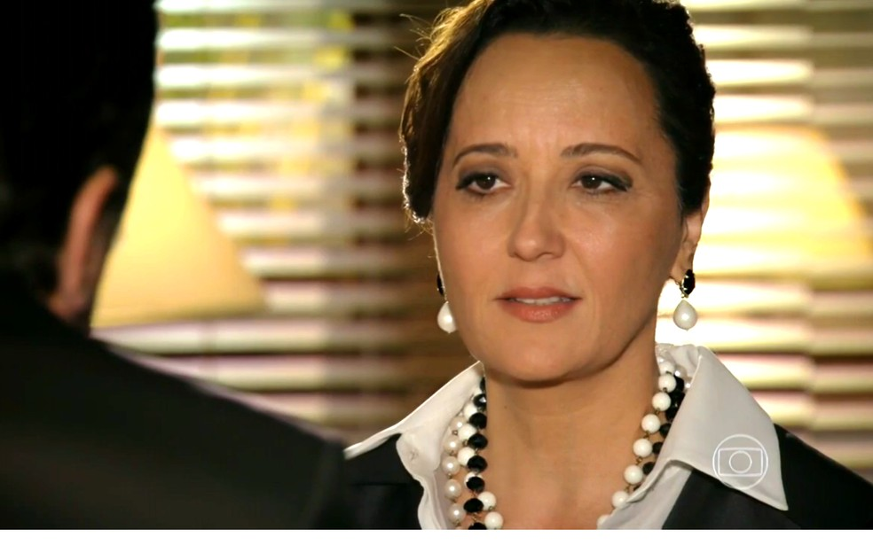 Guiomar (Cláudia Netto) diz ao advogado que Dionísio (Sérgio Mamberti) tem que reconhecer Candinho (Joé Loreto) como filho - 'Flor do Caribe'  — Foto: Globo