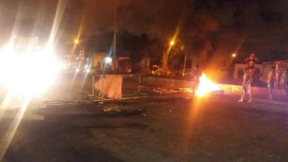 Protesto ocorre nos dois sentidos da BR-101, no quilômetro 65, no Recife (Foto: Polícia Rodoviária Federal/Divulgação)