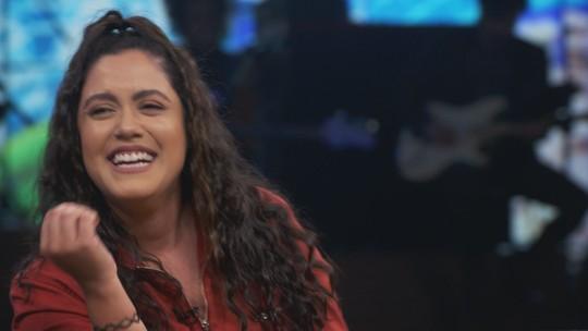 Em programa sobre humor, comediante realiza sonho de sentir cheiro de Pedro Bial; assista