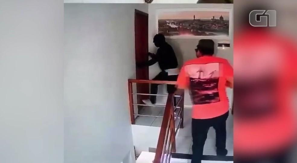 Assaltantes invadem casa de empresário em Teresina — Foto: Reprodução
