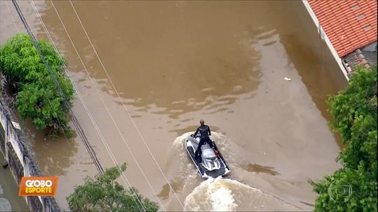 """Surfista salvou mais de 50 pessoas em enchente em São Bernardo: """"Faria tudo de novo, sem pensar"""""""