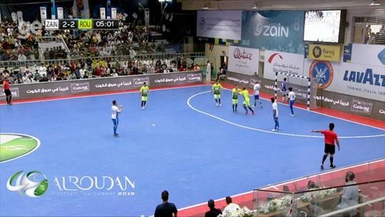 Cafu e Falcão dão show em jogo de futsal durante o Ramadã no Kuwait; veja lances
