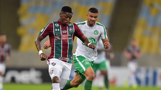 Yony González, do Fluminense, em ação contra a Chapecoense