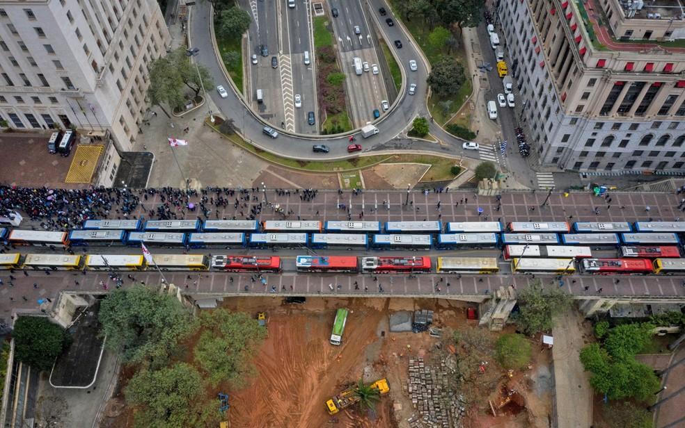 Greve de ônibus em SP nesta sexta-feira (6) — Foto: Felipe Rau/Estadão Conteúdo