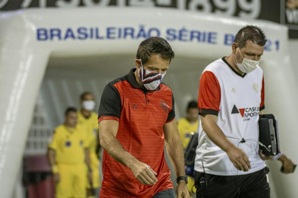 Ramon viu o Vitória chegar ao sexto jogo sem vencer na Série B — Foto: Pietro Carpi / EC Vitória / Divulgação