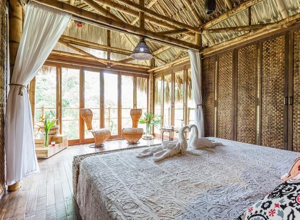 A cabana colombiana é a opção perfeita para quem quer uma viagem romântica em meio à paisagem natural (Foto: Airbnb/ Reprodução)