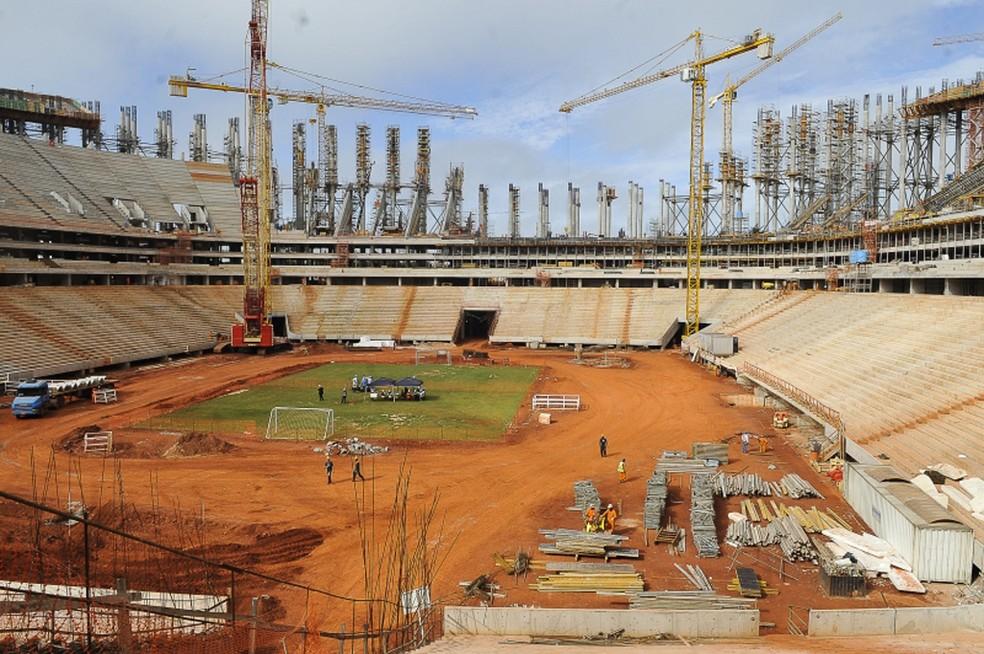 Canteiro de obras do Mané Garrincha, em imagem de junho de 2012 (Foto: Agência Brasil)