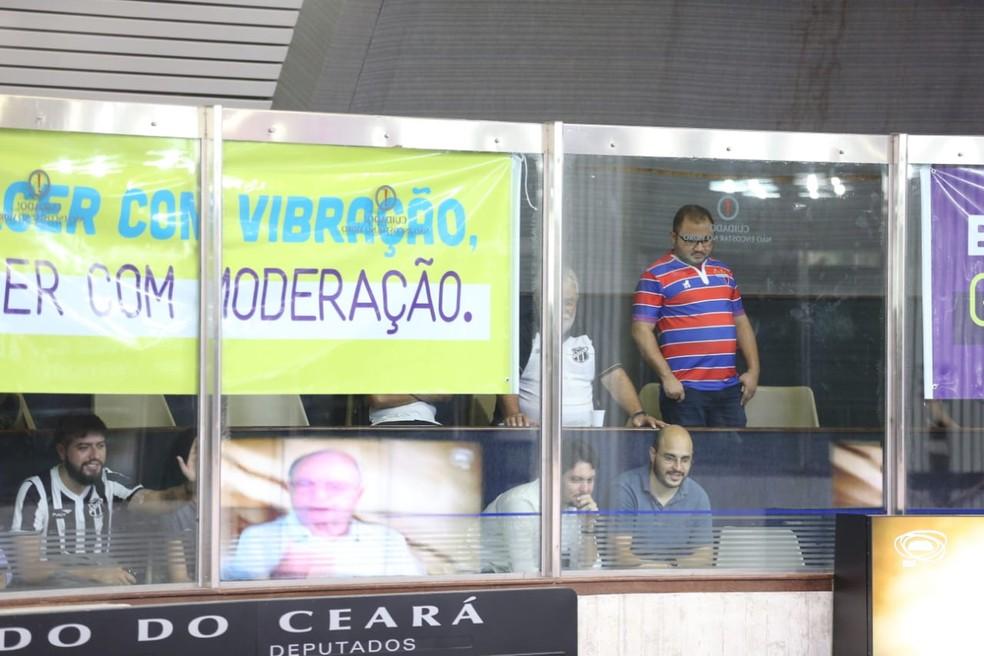 Torcedores acompanham votação de projeto de lei para liberação de bebidas em estádios do Ceará. — Foto: José Leomar/ Sistema Verdes Mares