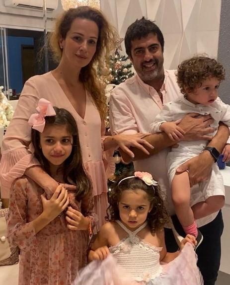 Francisca Queiroz com a família (Foto: Reprodução)