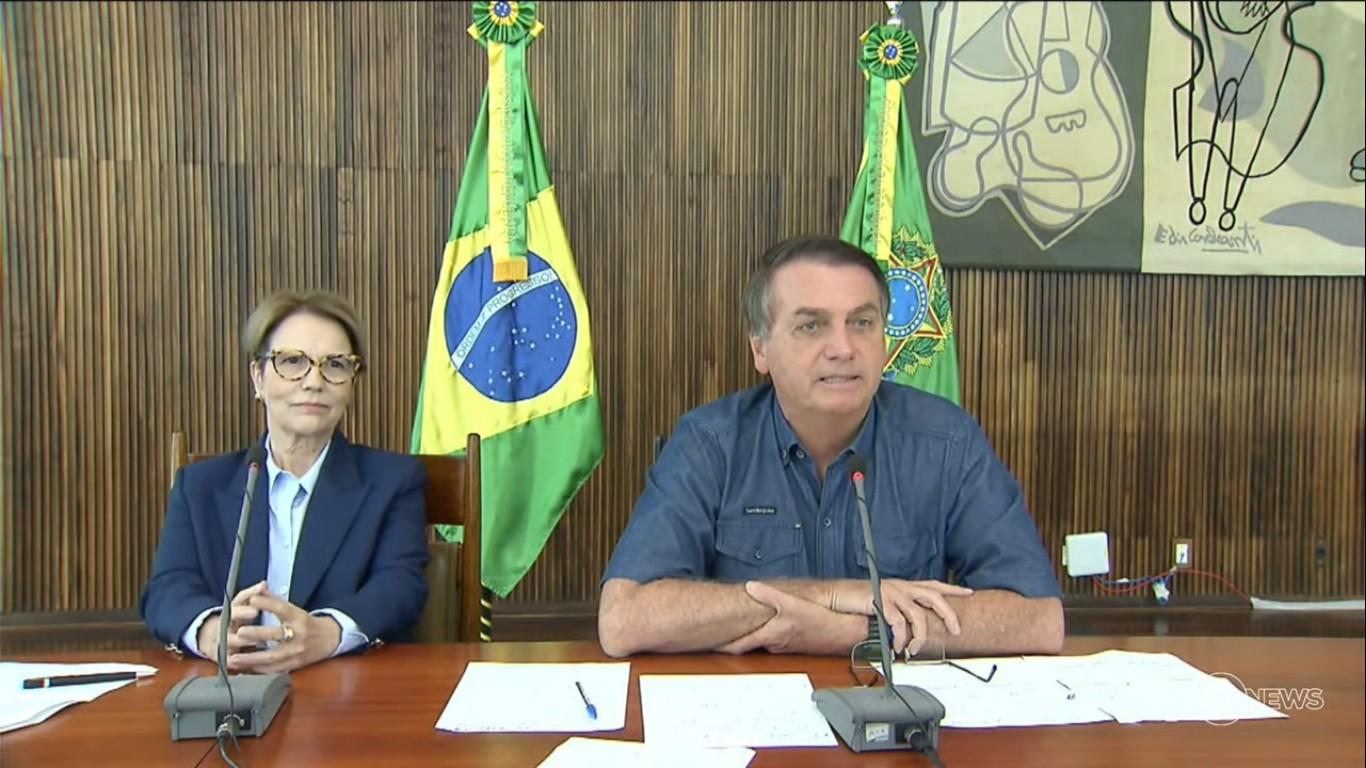 Jair Bolsonaro e a ministra da Agricultura, Tereza Cristina, durante abertura da Expozebu (Foto: Reprodução)