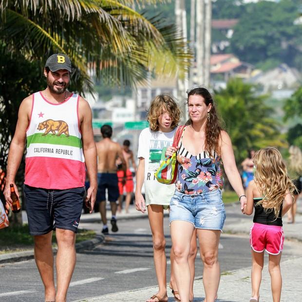Thiago Lacerda E Vanessa Loes Passeiam Com Os Filhos No Rio Quem Quem News