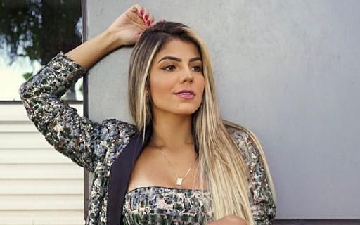 Hariany Almeida Deixa Pernas De Fora E Recebe Elogios Dos