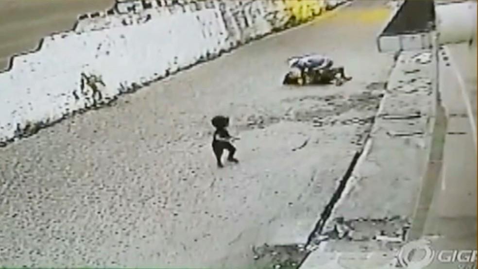 Criança presenciou mãe ser agredida e roubada em Cabedelo, na Grande João Pessoa (Foto: Reprodução/TV Cabo Branco)