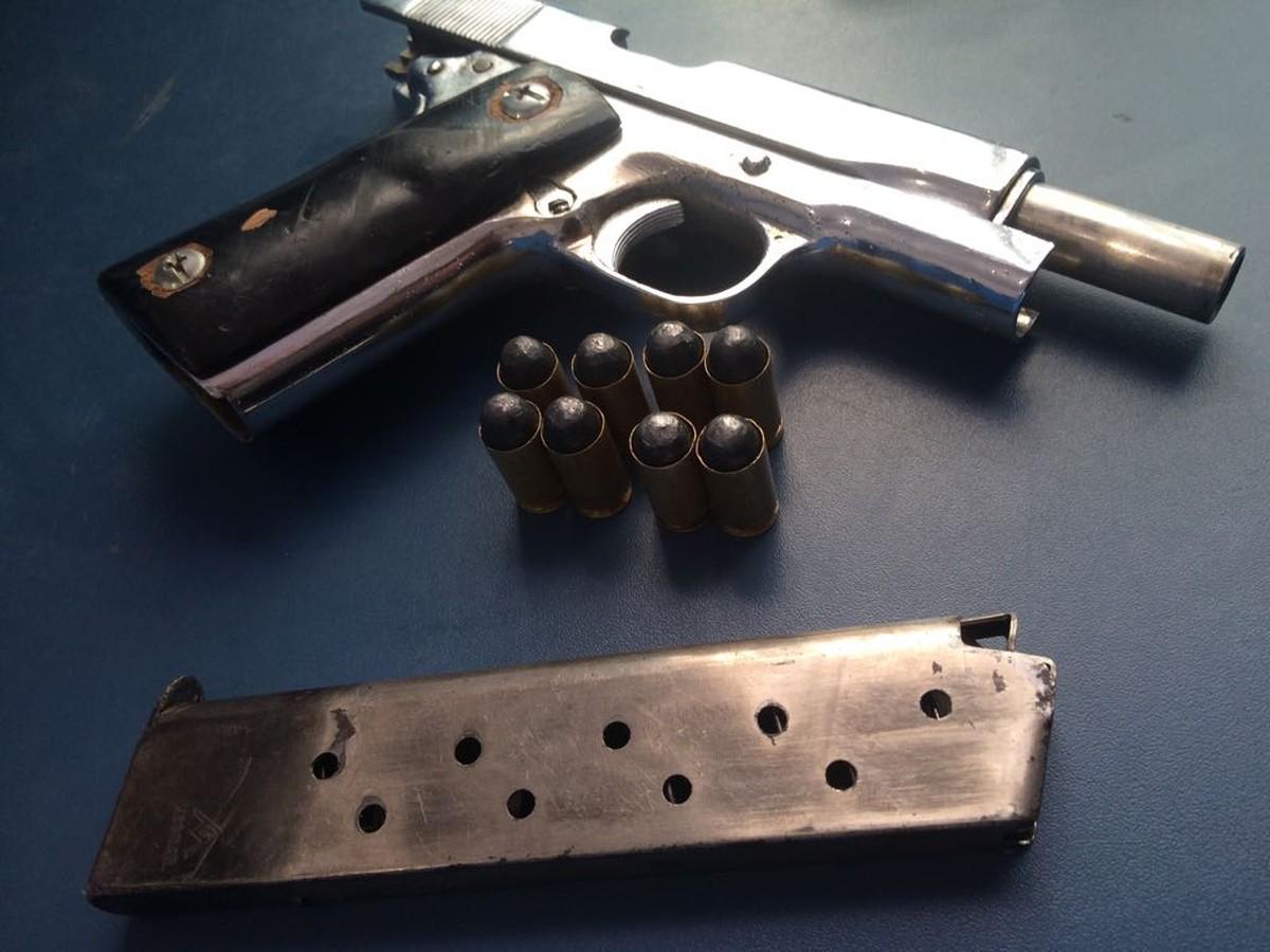 Albergado é preso com arma e munições após sofrer acidente de moto em RR