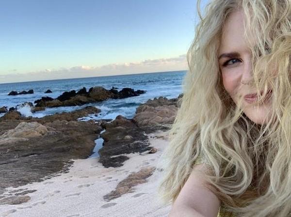 A atriz Nicole Kidman sem maquiagem em uma praia mexicana (Foto: Instagram)