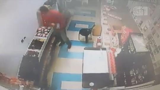 Homem invade sex shop pelo telhado e é preso por furto de produtos eróticos