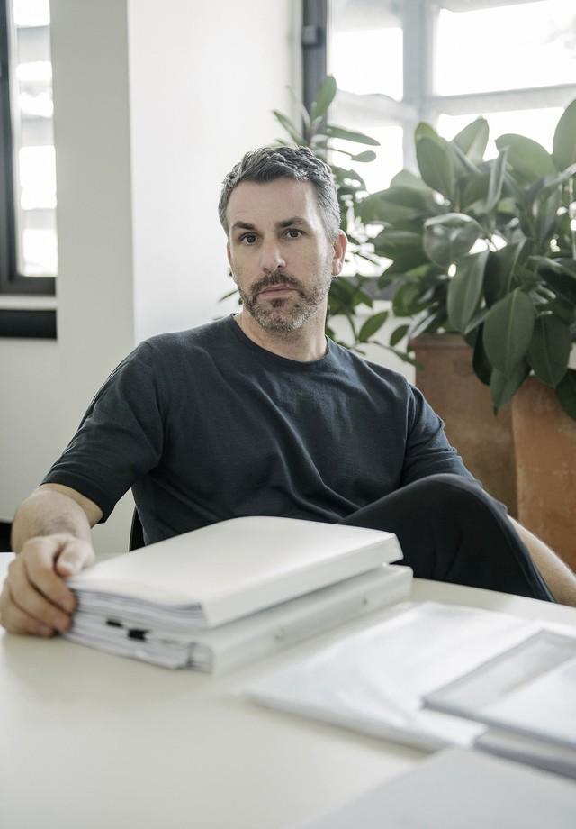 89a093aa0a460 Paul Surridge deixa a direção criativa da Roberto Cavalli (Foto  WWD   Reprodução)