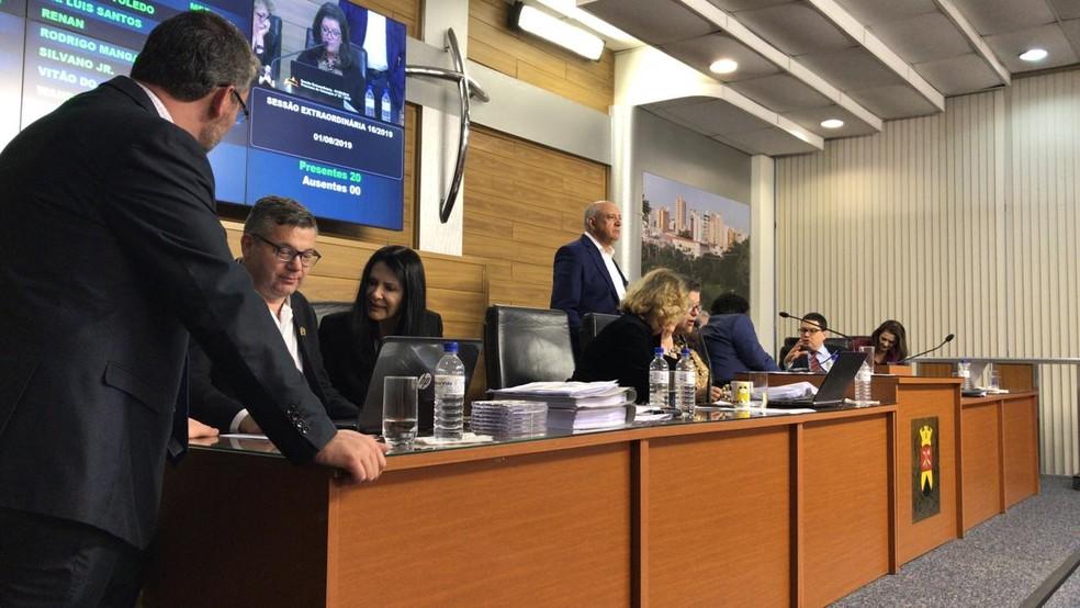 Vereadores leram o relatório da Comissão Processante durante quase nove horas — Foto: Carlos Dias/G1