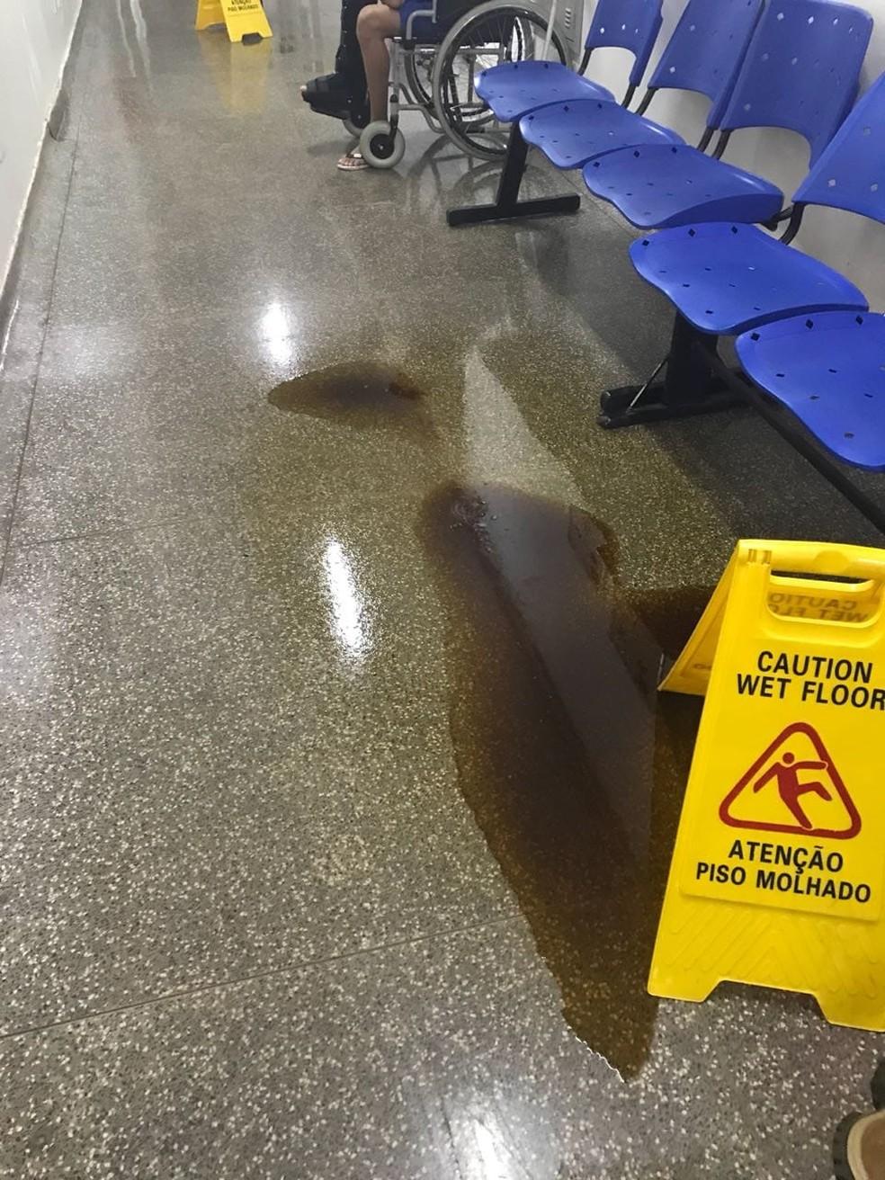 Com goteiras, Hospital Regional de Rondonópolis ficou alagado após chuva — Foto: Divulgação