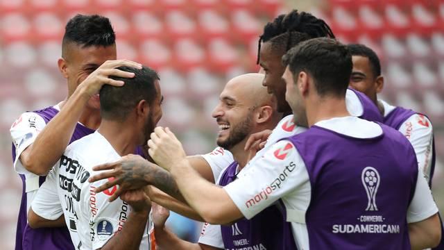 Sornoza festeja o segundo gol do Timão