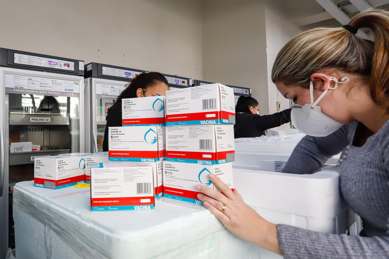 Intervalo de aplicação da 2ª dose da vacina da AstraZeneca é reduzido para oito semanas no RS