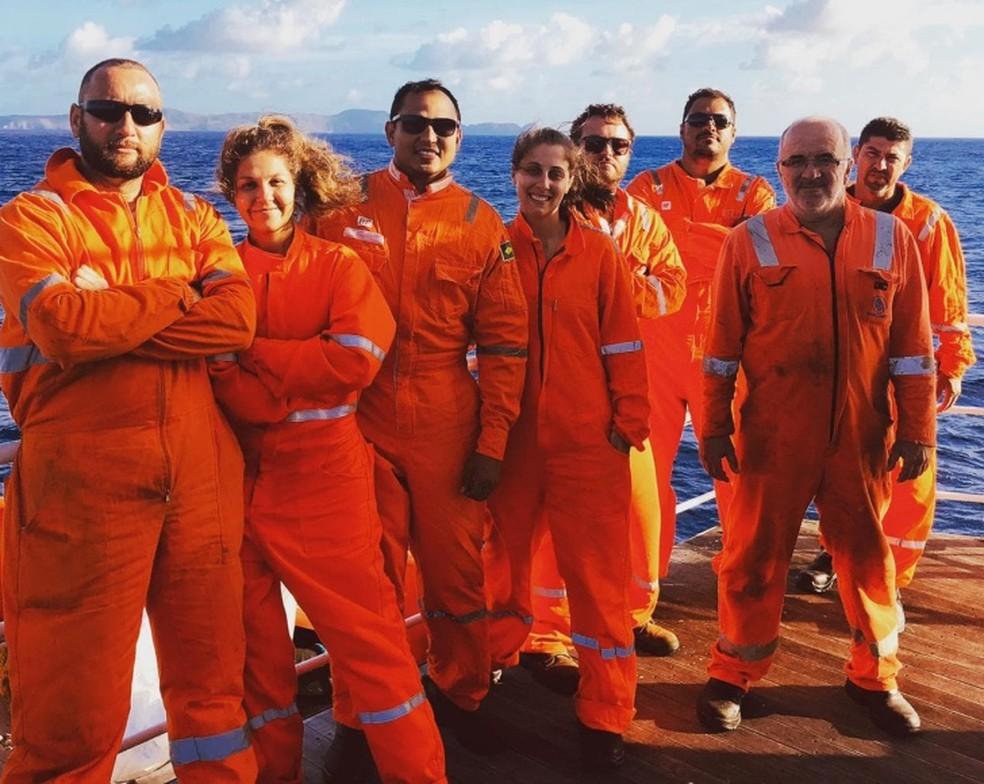 Equipe que realiza o levantamento submarino  — Foto: Valmir João Quintino/Divulgaação
