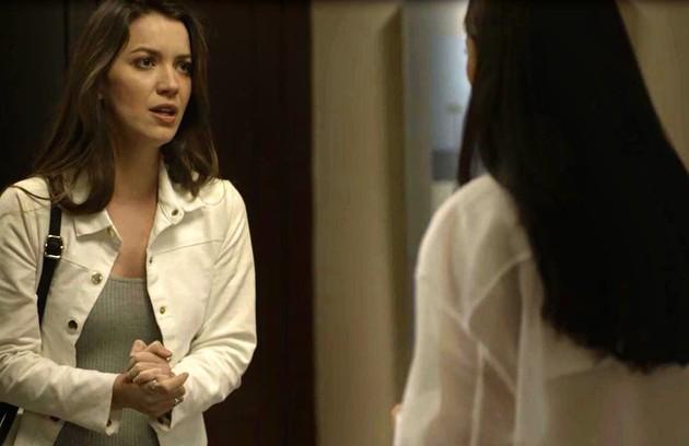 Na quinta (29), Fabiana mostrará para Josiane (Agatha Moreira) as fotos do assassinato de Jardel e irá chantageá-la  (Foto: Reprodução)