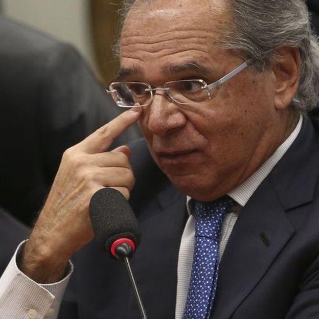 """O governo tem """"enorme dependência"""" da figura de Guedes como fiador da política econômica, diz a economista Patrícia Parlemo (Foto: JOSÉ CRUZ/AGÊNCIA BRASIL, via BBC News Brasil)"""