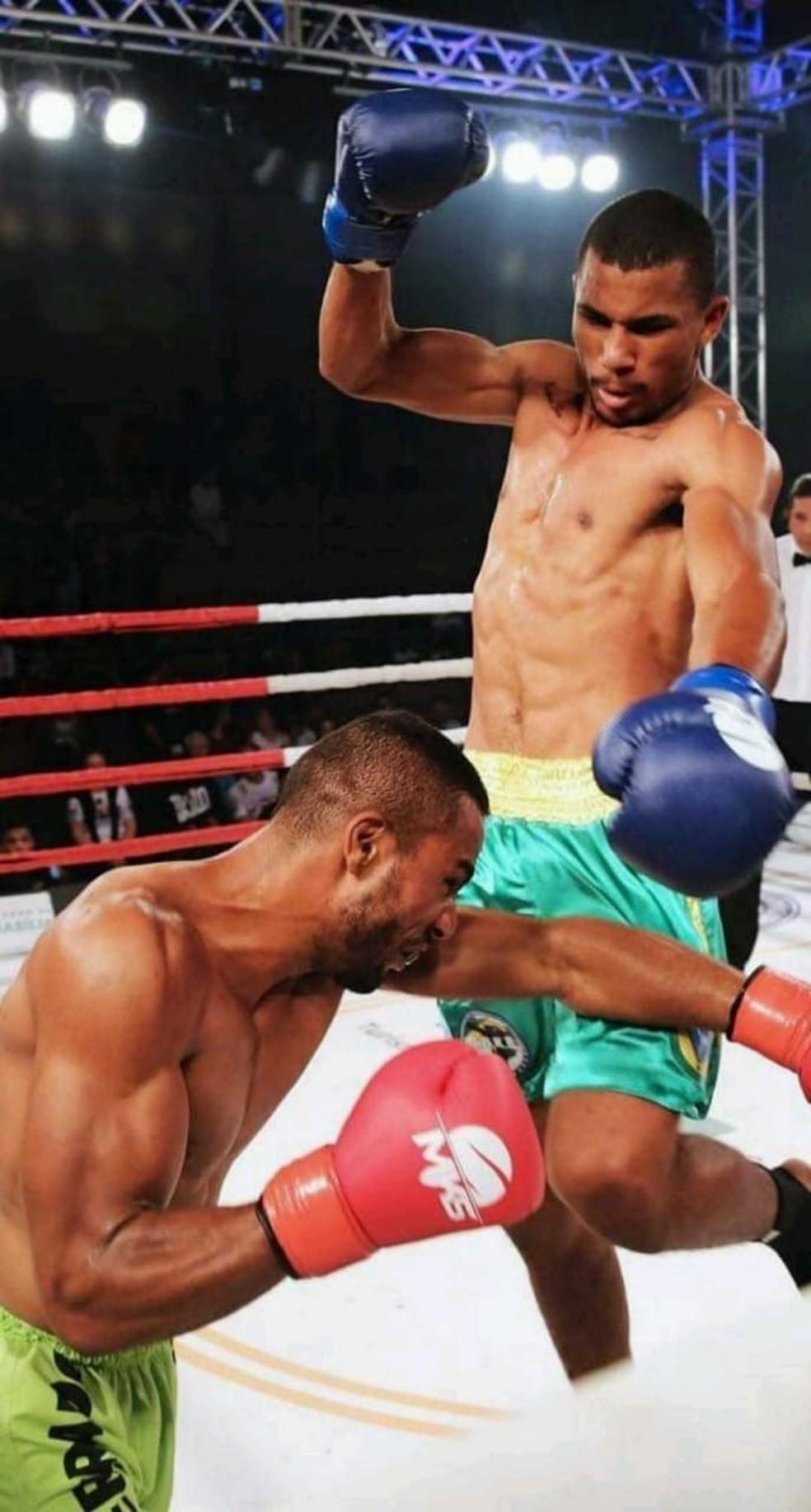 Eliezer começou colecionar títulos e participações em campeonatos e ser reconhecido profissionalmente desde de 2013, quando foi campeão estadual de boxe — Foto: Eliezer Pinho da Silva/Arquivo pessoal