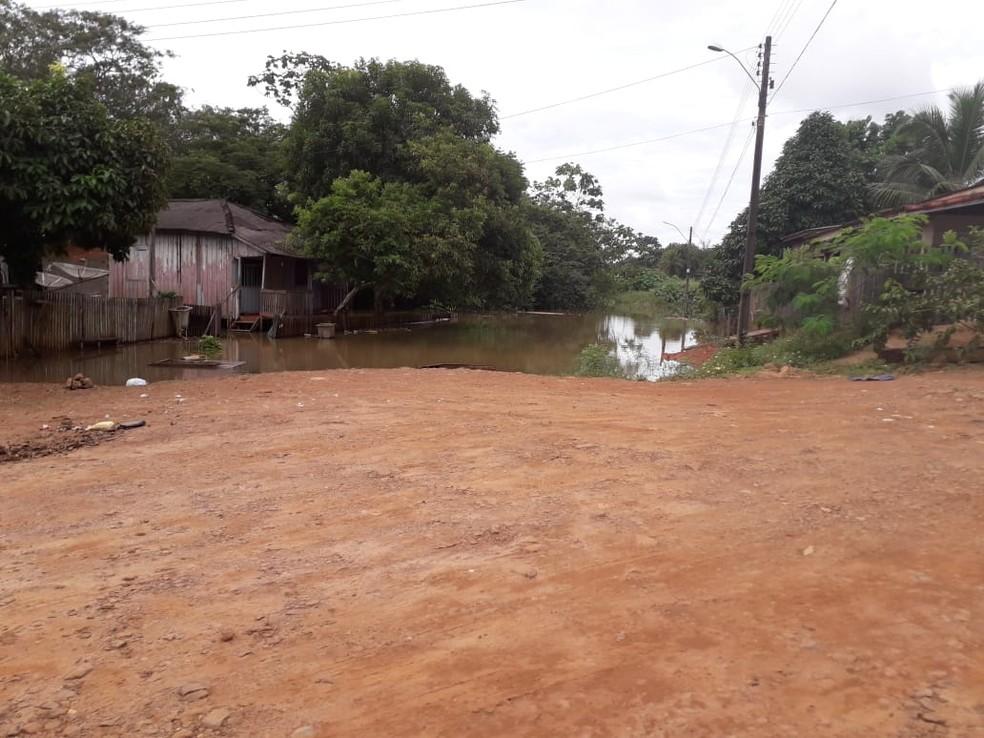 Moradores foram retirados das casas devido a cheia do rio Jaru — Foto: Luzia Rocha/Arquivo pessoal