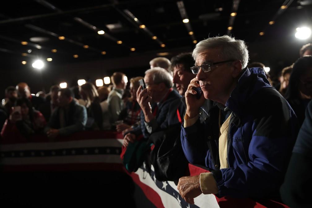 Apoiador de Bernie Sanders à espera de resultado do caucus em Iowa — Foto: REUTERS/Carlos Barria