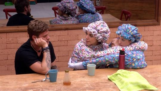 Jéssica brinca com Paula: 'Está apaixonada, né?'
