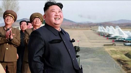 Ditador da Coreia comanda teste com um novo tipo de arma
