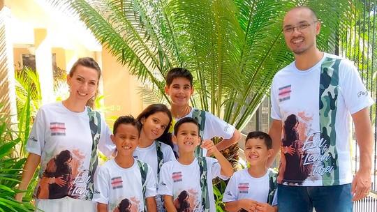 Casal adota cinco irmãos e evita separação das crianças