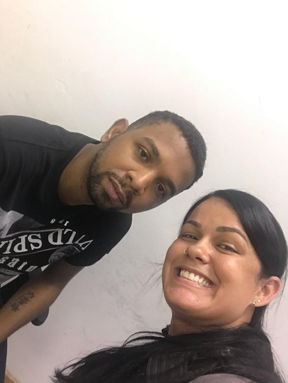 Agentes tiraram fotos com Rogério 157 após prisão (Foto: Redes sociais)