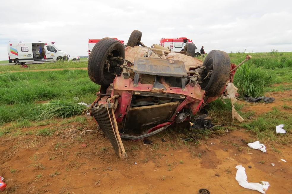Uma pessoa morre e outras quatro ficam feridas em acidente de carro na BR-020, na BA — Foto: Blogbraga/Edivaldo Braga