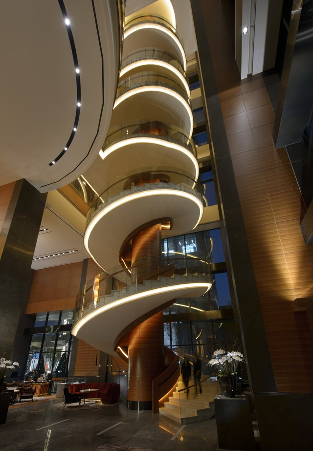 Escada mais alta e longa do mundo, no lobby do hotel (Foto: Divulgação)