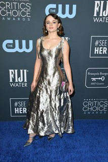 Joey King, de Prada