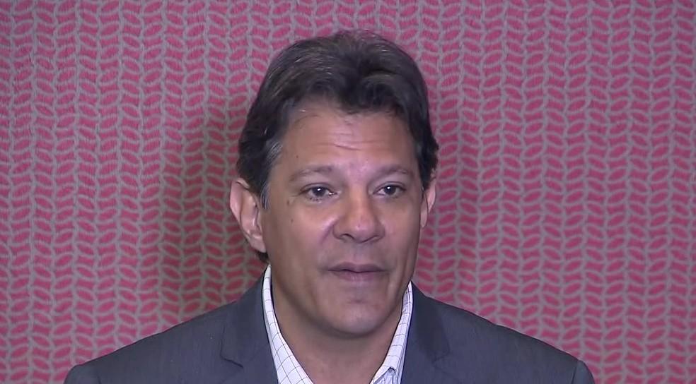 Haddad concede entrevista entrevista após encontro na sede da CNBB, em Brasília, em 11 de outubro — Foto: Reprodução/TV Globo