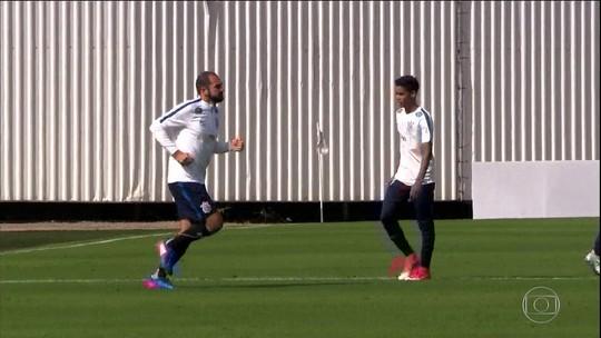 Com volta de Danilo e golaço de Kazim, Corinthians goleia em jogo-treino
