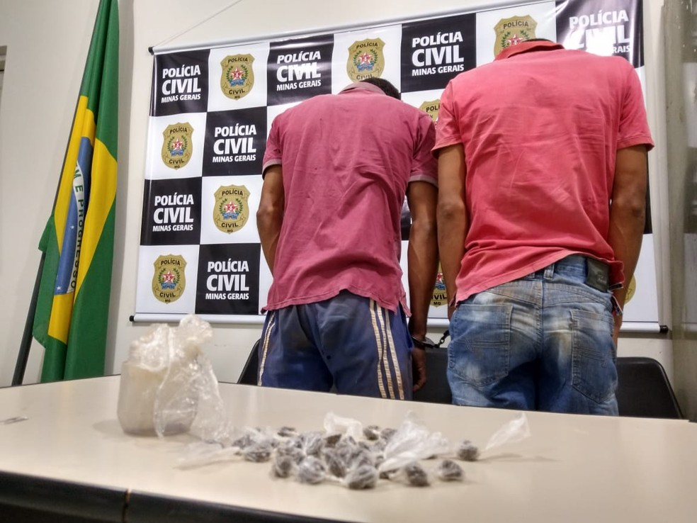 Irmãos foram presos na zona rural — Foto: Polícia Civil / Divulgação