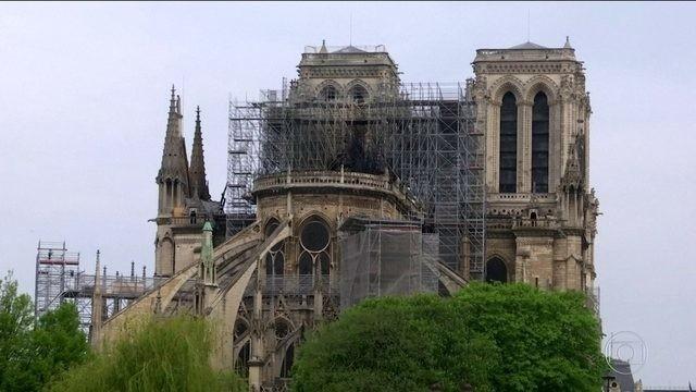 Paris fará 'limpeza profunda' em escolas perto da Notre-Dame após denúncia de contaminação de chumbo - Notícias - Plantão Diário