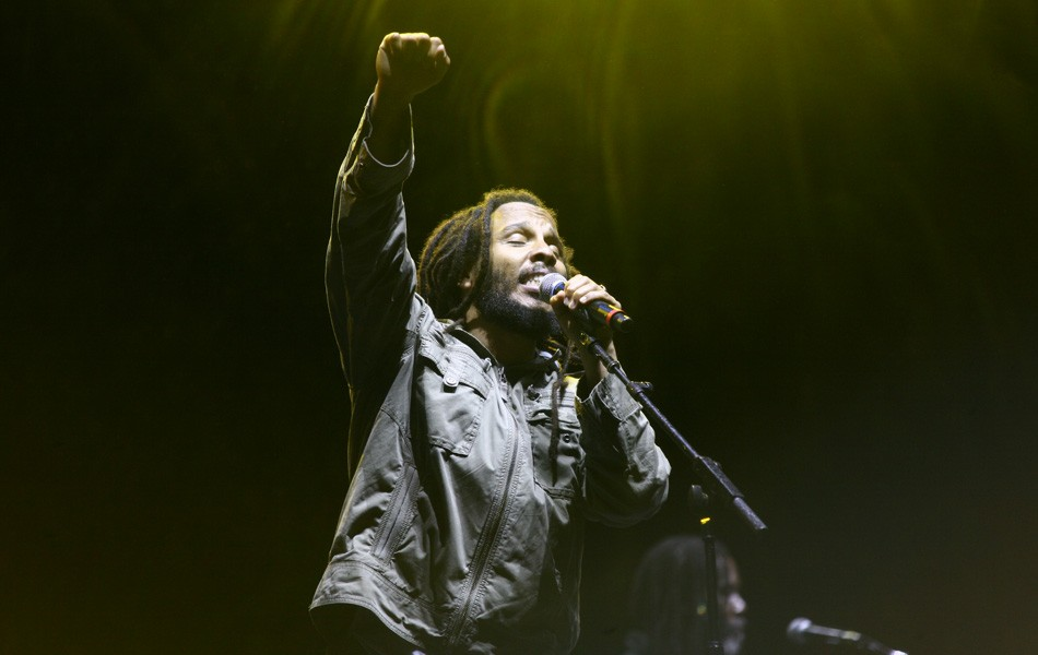 Ziggy Marley participa de música com Natiruts e fala sobre trabalho na quarentena e amor por futebol