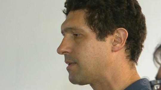Ex-nadador Gustavo Borges visita academia em Itapetininga