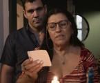 Juliano Cazarré e Regina Casé em cena como Magno e Lurdes em 'Amor de mãe' | Reprodução