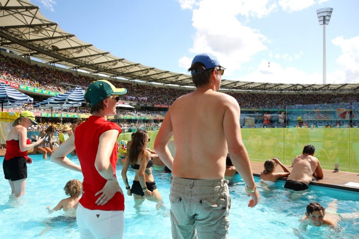 Piscina para acompanhar partida de críquete na Austrália  (Crédito: Reprodução/Twitter(ICC))