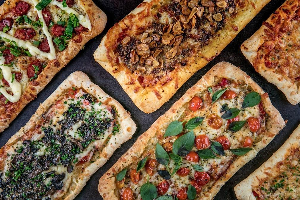 Sanduicheria em Copacabana oferece receita de pizza com massa de pão de queijo — Foto: Divulgação / Filico