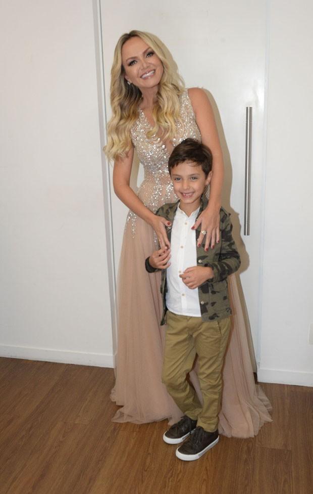Eliana e o filho Arthur (Foto: Francisco Cepeda/AgNews)