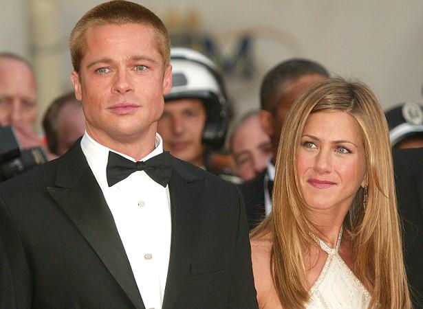 """Jennifer Aniston e Brad Pitt pareciam realmente almas gêmeas: jovens, belos, sempre sorridentes. Porém, em janeiro de 2005, anunciaram o divórcio, pondo fim a cinco anos de casamento e sete de relacionamento. """"Decidimos nos separar formalmente. Para aquel (Foto: Getty Images)"""