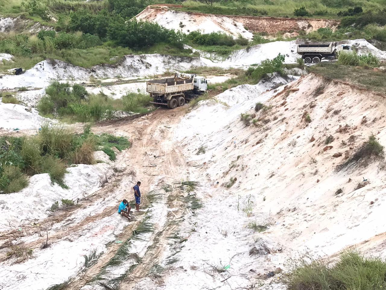 Grupo é preso após ser flagrado praticando extração ilegal de minério no Parque das Dunas, em Camaçari